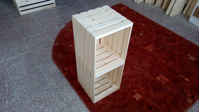 Dřevěná bedýnka jako noční stolek